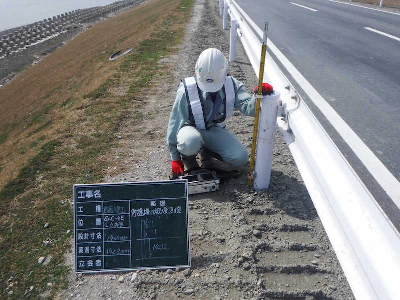 非破壊試験による鋼製防護柵の根入れ長測定